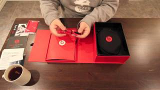 Beats By Dre Solo Headphones Unboxing & Overview + Macro Close Ups!