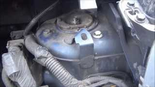 Nissan Note 1.6 снимаем стойку амортизатора.(, 2013-04-14T19:51:13.000Z)