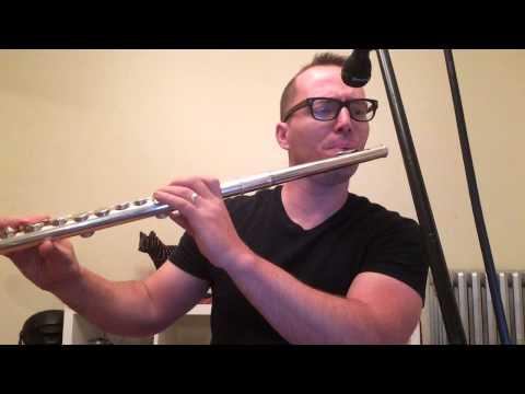 Alto flute solo.