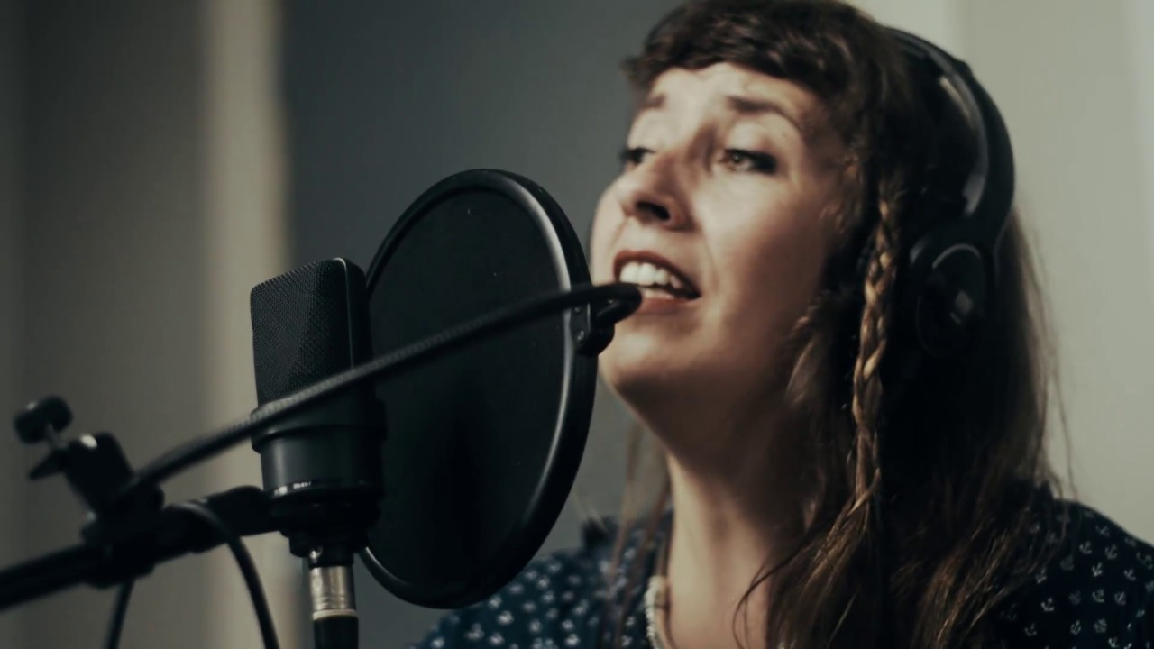 Pilar McCarthy - M O D O S (Live in Dippel Studios,NL)