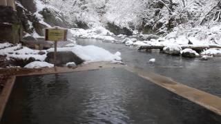 塩原温泉 明賀屋本館 雪景色の女性専用川岸露天風呂