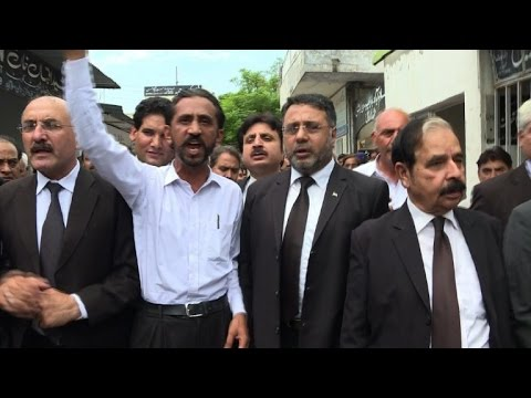 Karachi, Islamabad lawyers protest after Quetta attack