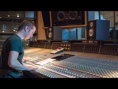 LEWITT presents Clash live @ Metropolis Studios - Introduction