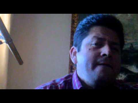 Edgar Chavez canta
