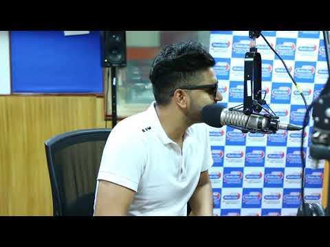 Guru Randhawa croons Yaar Mod Do for Radio City listeners