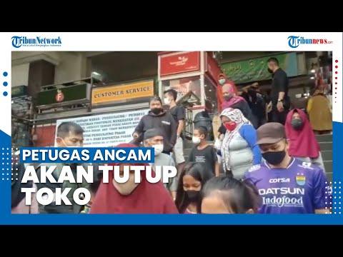 Pasar Baru Kota Bandung Ramai Pengunjung, Petugas Ancam akan Tutup Toko