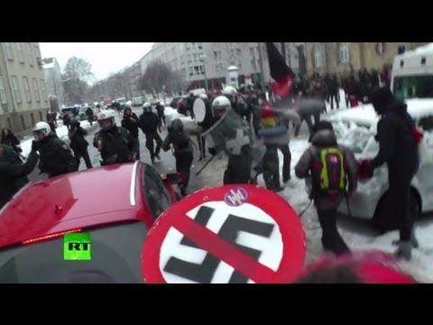 Video: Neo-Nazis, anti-fascists & police clash in Dresden