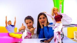 Показ мод и новый образ для Барби! Игры одевалки.