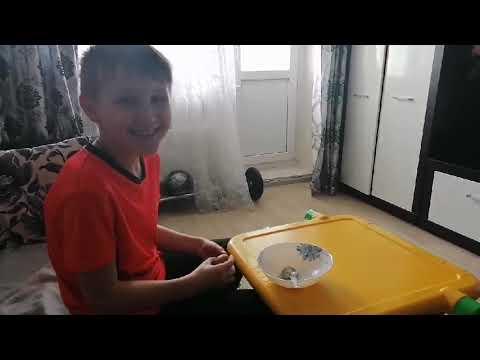 Как раздавить сырое яйцо