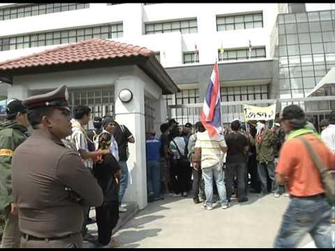 กปปส.ปิดประตูสำนักงานขนส่งจังหวัดนนทบุรี