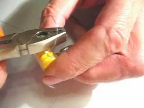 Как можно отклеить бумажную пломбу со счетчика
