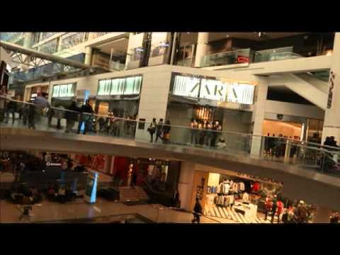 Tour Toronto Eaton Centre with Terrific Toronto