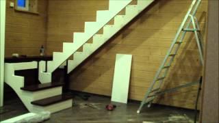 Сборка деревянной лестницы. Скандинавский стиль.(Сборка комбинированной лестницы. Ступени, площадка и поручни лестницы выполнены из дуба. Столбы, балясины..., 2015-02-11T19:24:01.000Z)