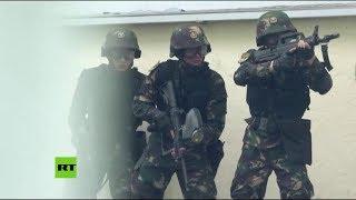 China advierte a manifestantes de Hong Kong con un video militar