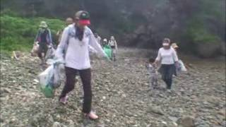海森学校が自然観察と海浜清掃
