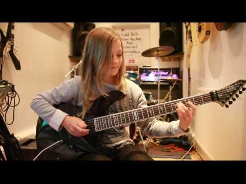 10 year old guitarist Zoe Thomson plays Canon, Rock version by Johann Pachelbel