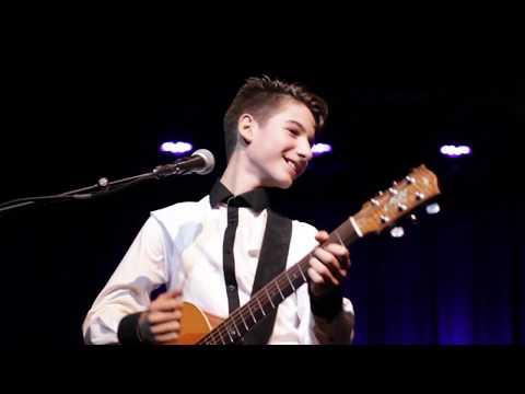 Frano - Crazy Little Thing Called Love (Queen) [Live] [Original fingerstyle arrangement] [14yr]