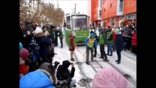 Пауэрлифтер Оксана Кошелева сдвинула два трамвая  в 20 градусный мороз(, 2017-01-21T07:51:44.000Z)