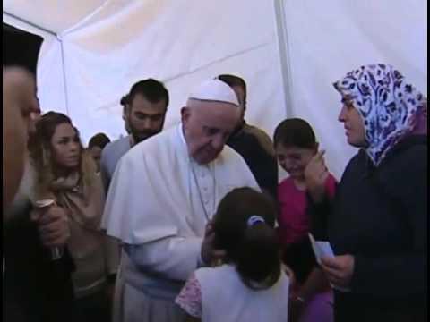 El llanto de esta niña refugiada en Lesbos conmueve al Papa