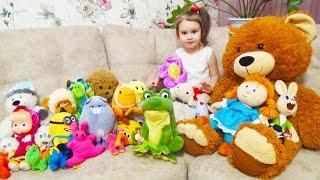 София показывает МЯГКИЕ ИГРУШКИ обзор игрушек Много игрушек Sofia showed SOFT TOYS for children