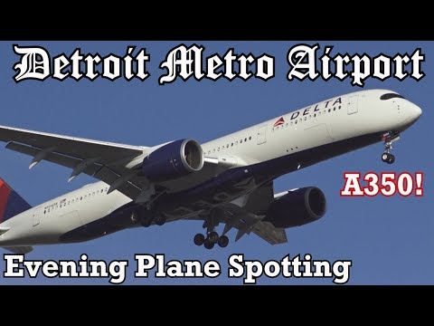 Evening Planespotting at Detroit Metro Airport