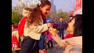 Gambar cover Around the World in 80 Dances: Hangzhou, China