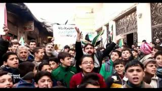 مظاهرة في سقبا طالبت بعدم الذهاب إلى أستانا إذا استمر القصف