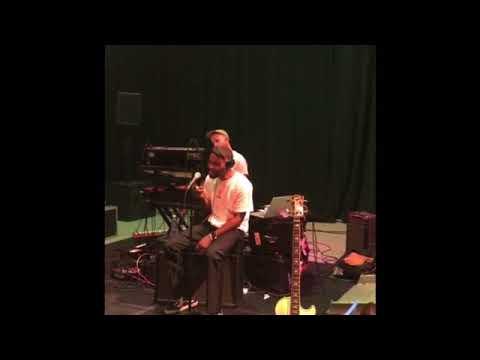 Frank Ocean - Nikes (live Acoustic)