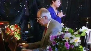 """Белла Ахмадулина и Микаэл Таривердиев - """"По улице моей"""" (1993)"""