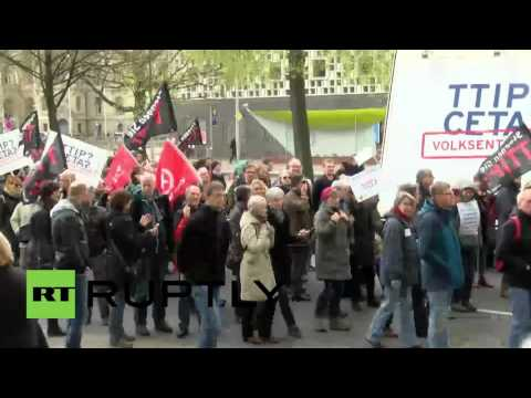 Germany: TIMELAPSE of anti-TTIP protest in Hannover