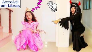 👋🏻 LIBRAS 👋 Valentina Pontes finge Brincar de ser princesa e engana bruxa