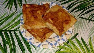 Идея для завтрака. Сытный завтрак. Вкусный завтрак. Жареный  хлеб с яйцом колбасой и сыром