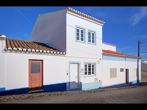 Lovely 2 Bedroom Village House With Roof Terrace for sale in Budens, Algarve