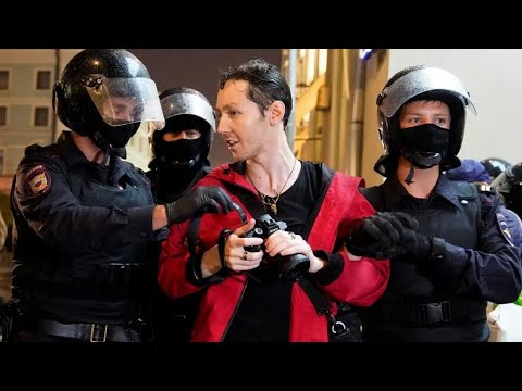 Russian police detain over 140 anti-Putin protesters in Moscow from YouTube · Duration:  1 minutes 34 seconds