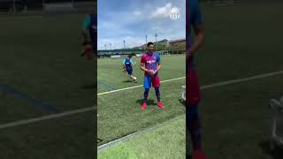 Riqui Puig nutmegs Araujo in training (TWICE!!!)