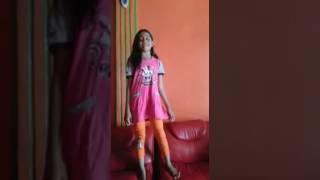 Download Video Si kembar...safira safina MP3 3GP MP4