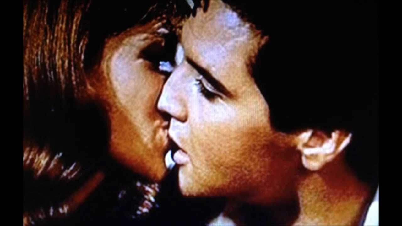 ELVIS KISSING MANY WOMEN - YouTube