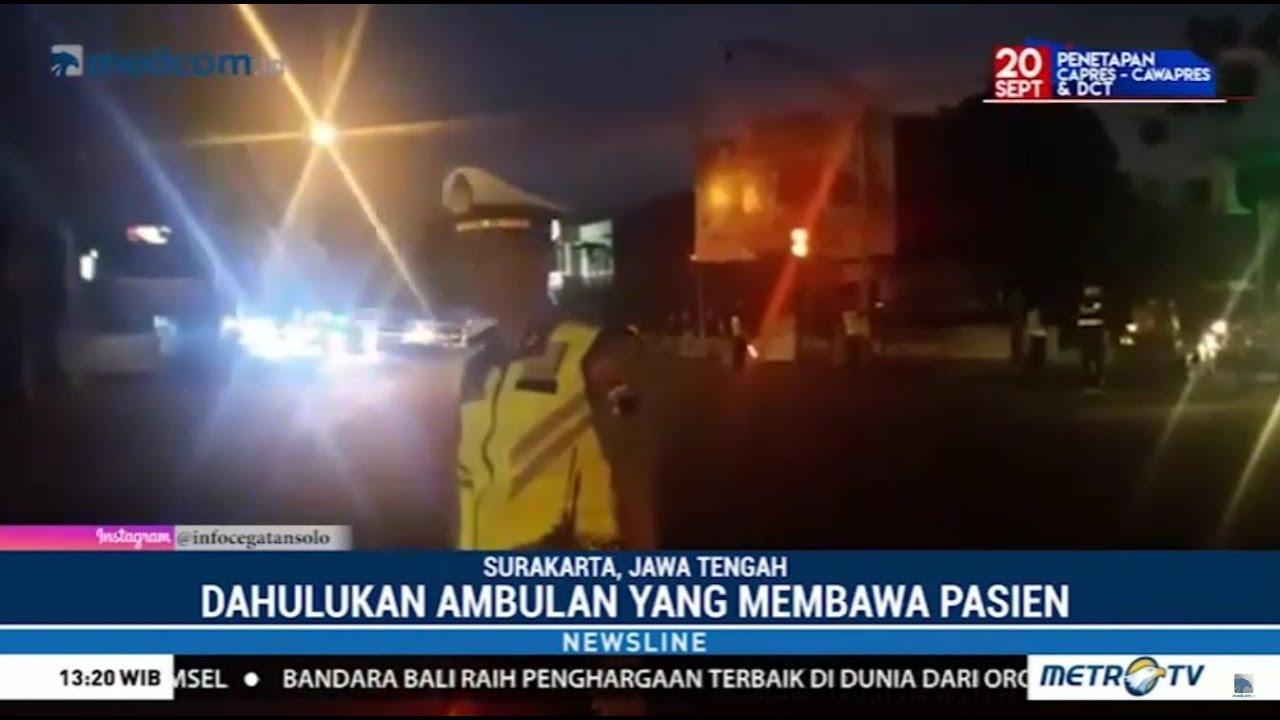 Download Salut ! Polantas Hentikan Mobil Presiden Jokowi Demi Ambulans