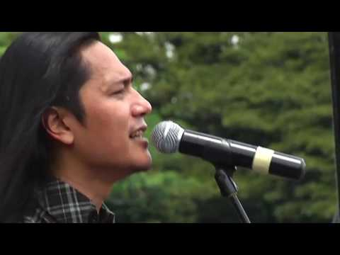 Koil - Aku Lupa Aku Luka @GOR Saparua Bandung 2010