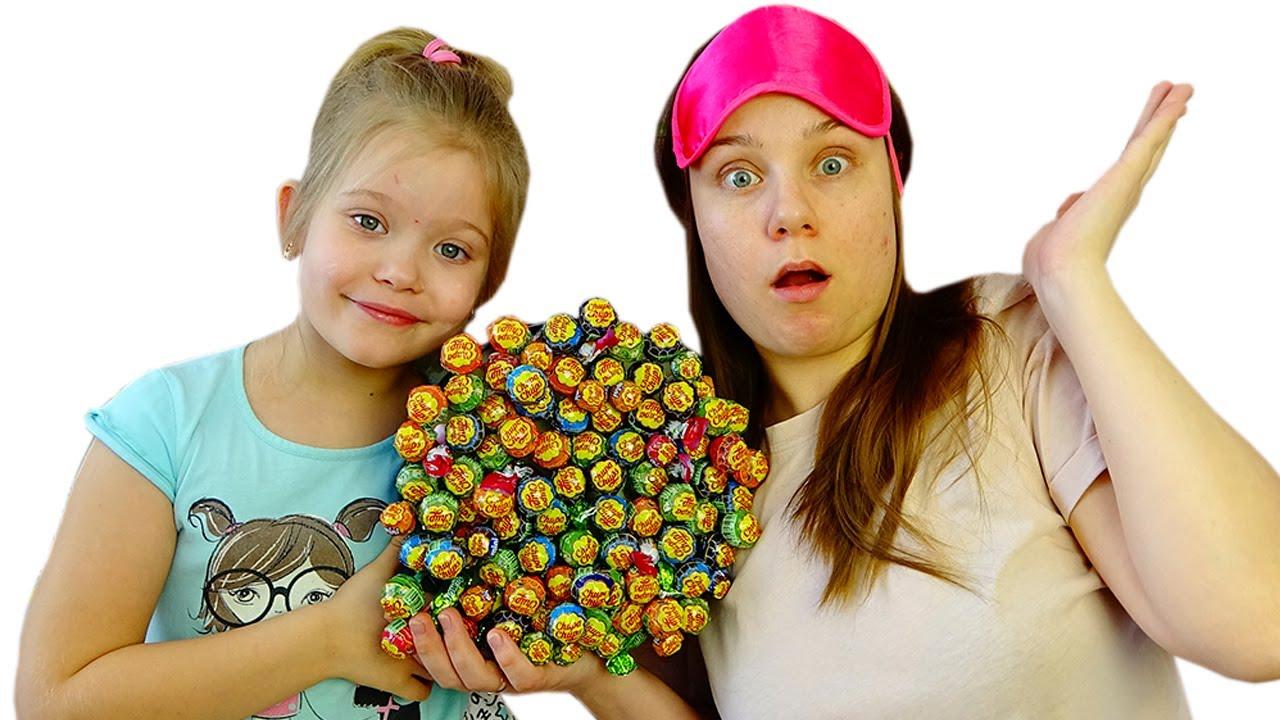Лера и торт из вредных сладостей на день рождения мамы