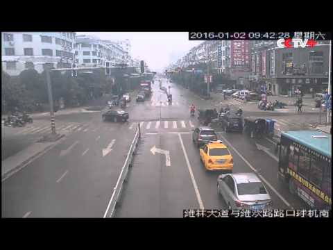 Recommended CCTV Driver Mistakes Accelerator for Brake, Injures Bikers in China