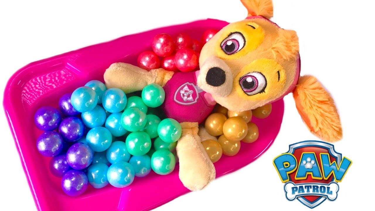 paw-patrol-skye-takes-colorful-gumball-bath-eats-in-high-chair-best-learning-colors