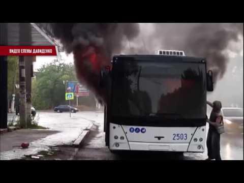 В Симферополе на маршруте сгорел троллейбус