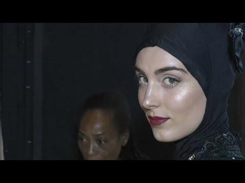 أزياء المرأة المسلمة تتألق في أسبوع الموضة في تورينو الإيطالية