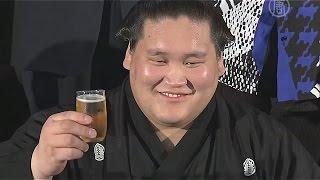 Борец сумо из Монголии стал самым молодым одзэки (новости)