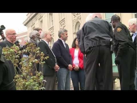 Arrestan a George Clooney en protesta por Sudán