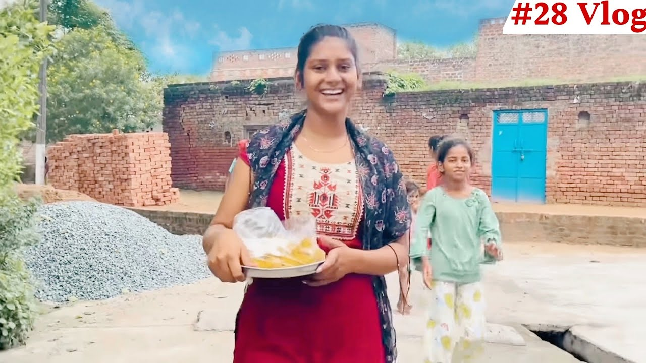 घर बनने की खुशी में पूरे गांव में बाटें लड्डू