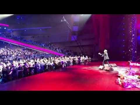 """""""Спасибо, моя Москва!"""" Максиму Галкину Кремлевский дворец устроил продолжительные овации"""