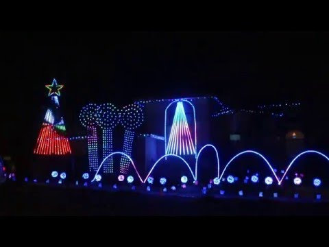 Awesome Star Wars Funk Christmas Light Show - YouTube