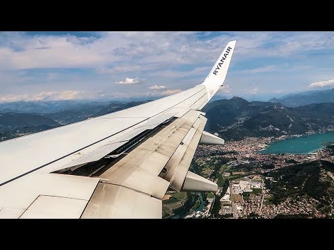 RYANAIR Boeing 737-800 TURBULENT APPROACH AND LANDING at Bergamo Airport (BGY)
